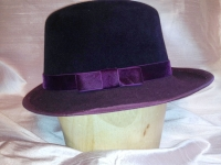 hat has a banded brim, matching beauvais headsize band, and silk velvet trim