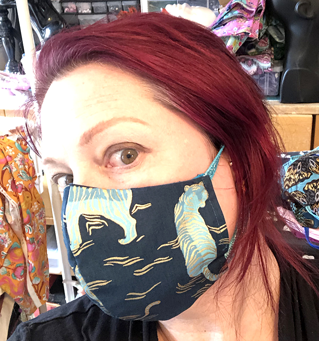 Relaxing Tiger metallic accented fitted mask